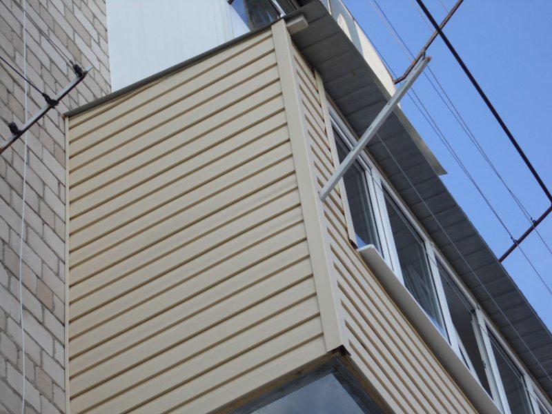 балкон облицованный сайдингом