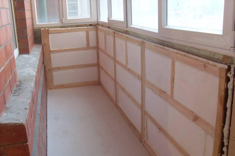 Чтобы качественно утеплить балкон, нужно заранее подготовить все инструменты и материалы