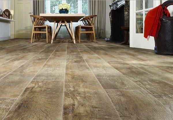 Декоративный слой обеспечивает поразительное сходство покрытия с натуральными материалами
