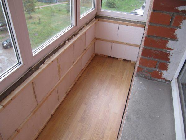 Для ремонта балкона можно использовать только легкие материалы.