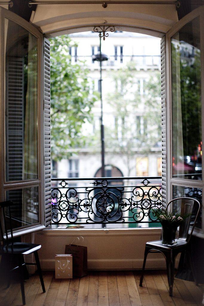 Элегантный парижский балкончик