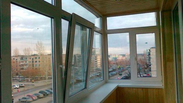 Если окна застеклены, то в нём можно размещать электротехнику