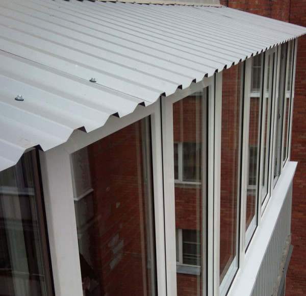 Если уж вы решили провести остекление балкона, то придётся провести остекление балкона с крышей
