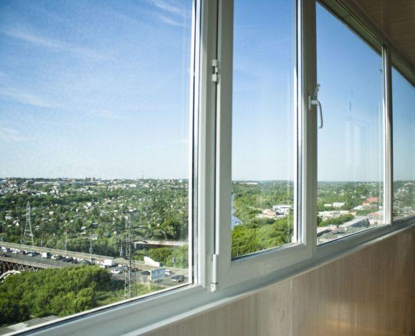 Если вам нужен теплый балкон, то на окнах экономить не стоит