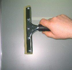 Инструмент для разравнивания поверхности и удаления пузырьков воздуха