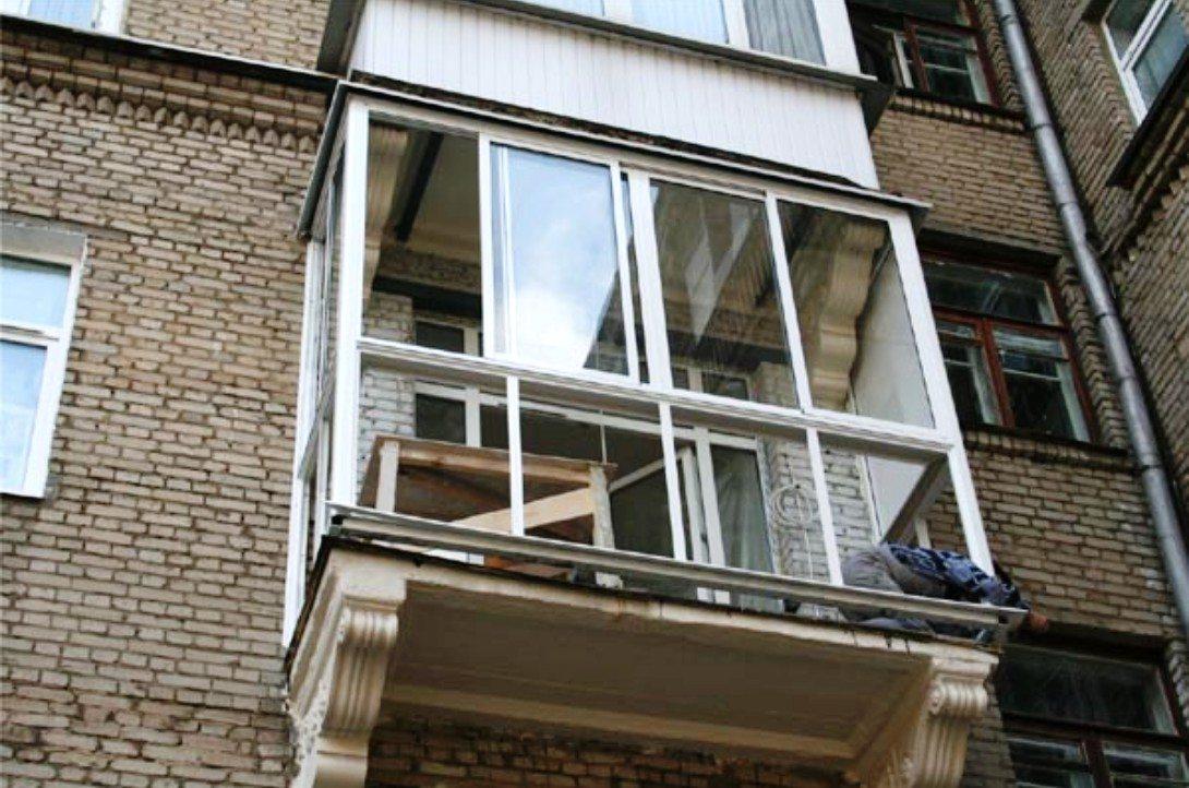 Изящное сооружение выигрывает на фоне громоздкого этажом выше