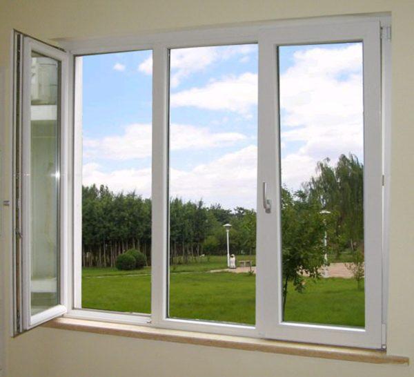 Качественно установленное пластиковое окно позволяет сократить потери тепла в 2 раза по сравнению с деревянными конструкциями