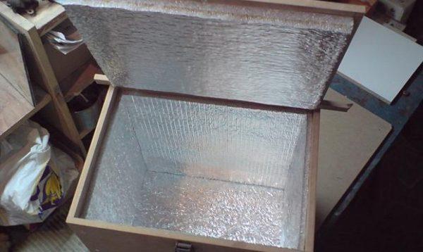 Как хранить картошку на балконе зимой, если температура иногда опускается ниже нуля? Используйте вариант с утеплителем и отражающим материалом внутри