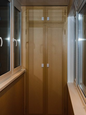 как на балконе сделать шкаф