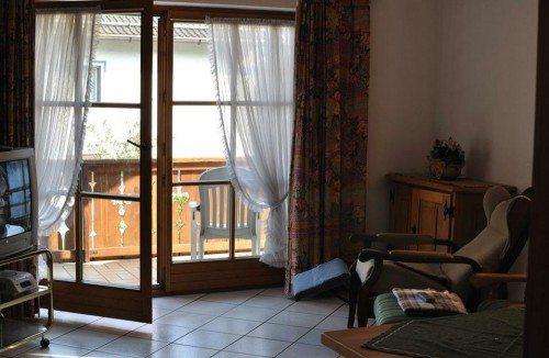 как оформить окно с балконной дверью