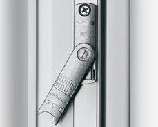 как регулировать пластиковую балконную дверь