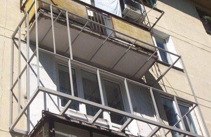 как своими руками обшить балкон
