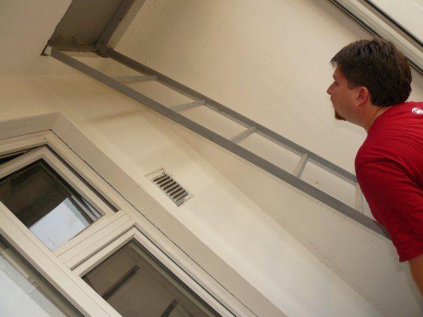 Конструкция пожарной лестницы, съедающая полезное пространство балкона