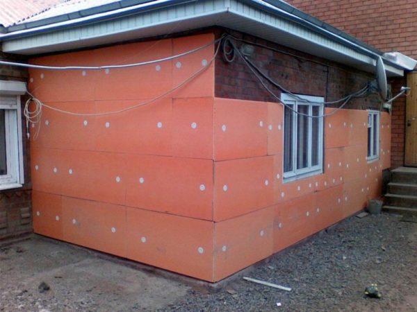 Морозостойкость утеплителя позволяет его использовать с наружной стороны зданий.