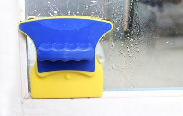 На фото модель Glass Wiper, которая моет и одновременно полирует стекло