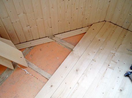 настил деревянного балконного пола, утепленного пеноплексом