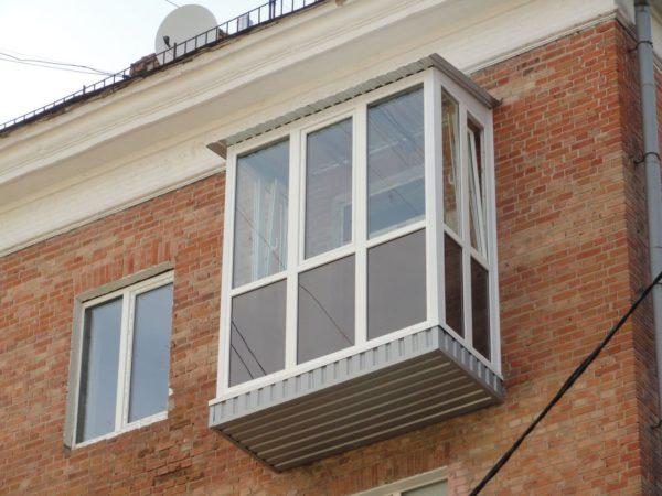 Необходимость монтажа крыши и установки остекления на боковые поверхности — еще два пункта, увеличивающих расходную часть бюджета