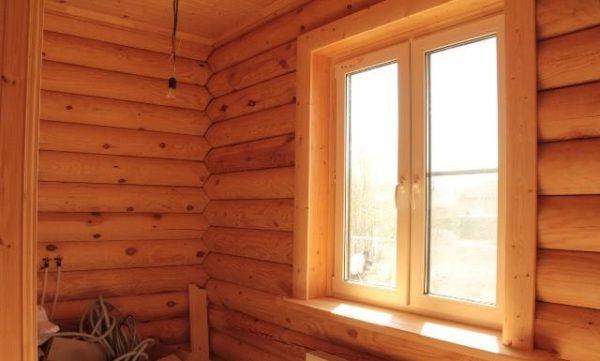 Обналичка пластиковых окон в деревянном доме делается из того же материала, что и стены