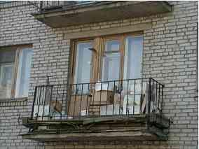 обычный типовой балкон времён советского домостроя