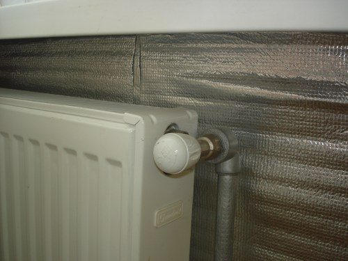 Отражающий экран для радиатора отопления