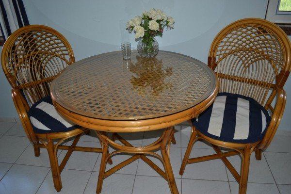 Плетеная мебель на лоджии
