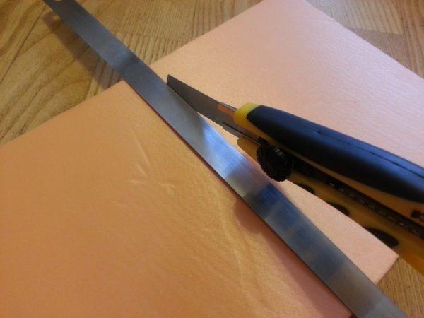 Плиты утеплителя можно резать обычным строительным ножом.