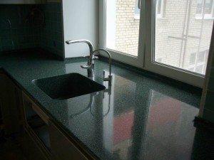 Рабочая поверхность и подоконная доска на кухне – единая плоскость