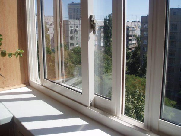 Разные виды остекления балконов обеспечивают разный уровень комфорта. Например, алюминиевая раздвижка значительно хуже удерживает тепло