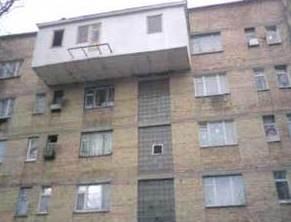 самовольно возведенный балкон на последнем этаже