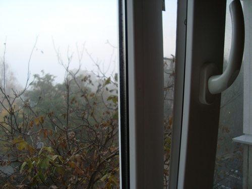 Систематическое проветривание позволяет избежать образования конденсата на стеклах.