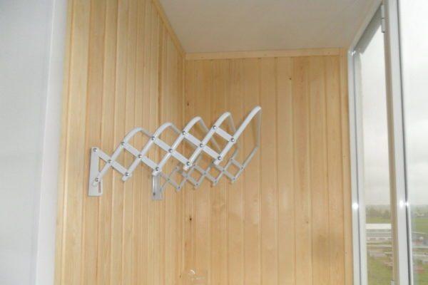 Складные настенные сушилки для белья для балкона удобны и просты в эксплуатации
