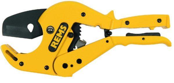 Специальные ножницы быстро и качественно режут трубы из металлопластика