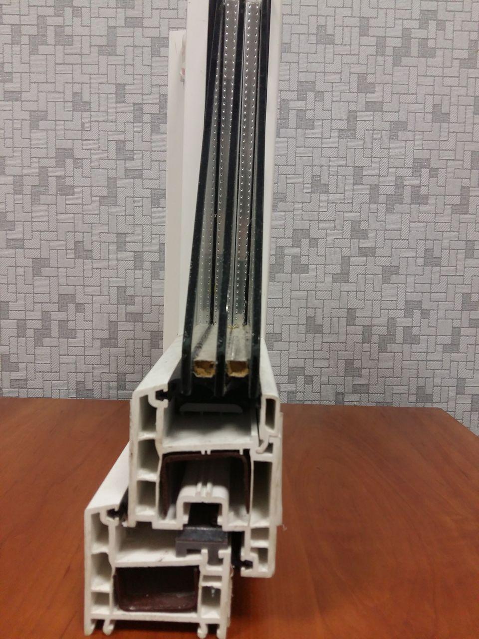 Стеклопакет с формулой 4-10-4-10-4: две камеры по 10 мм и 3 стекла толщиной 4 миллиметра каждое.