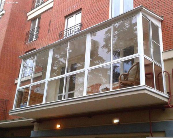Стеклянная альтернатива стандартным балконам