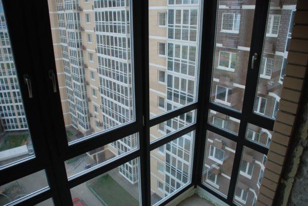 Стильная квартира с окнами во всю стену