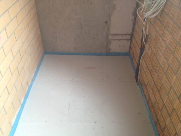 Сухая стяжка отлично подходит для закрытых балконов и лоджий