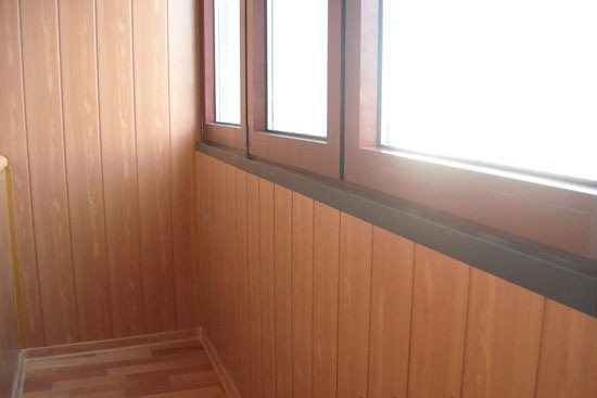 Такая отделка отлично смотрится и на утепленных балконах