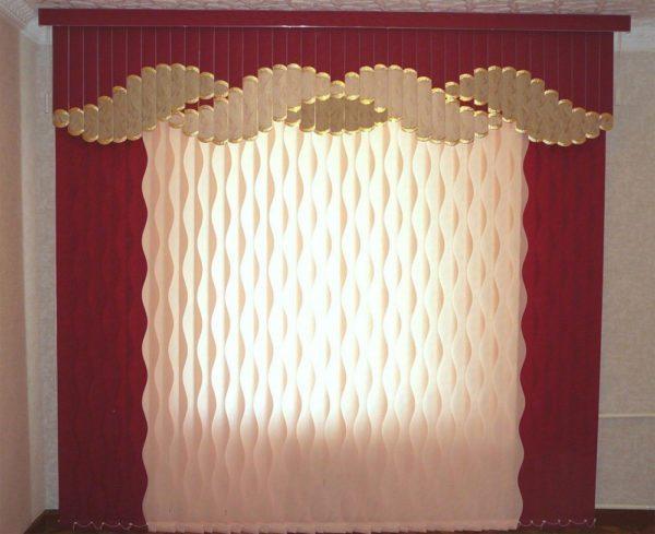 Такой вариант очень похож на обычные шторы