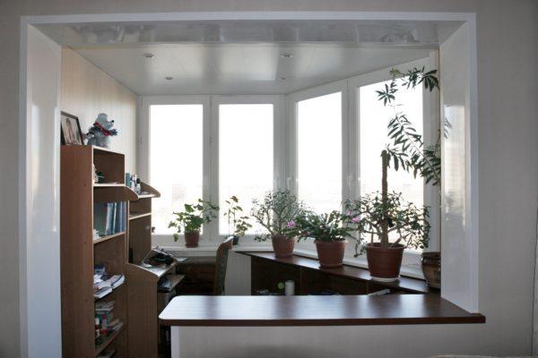 Установка энергоэффективного остекления позволяет объединить лоджию с жилым помещением