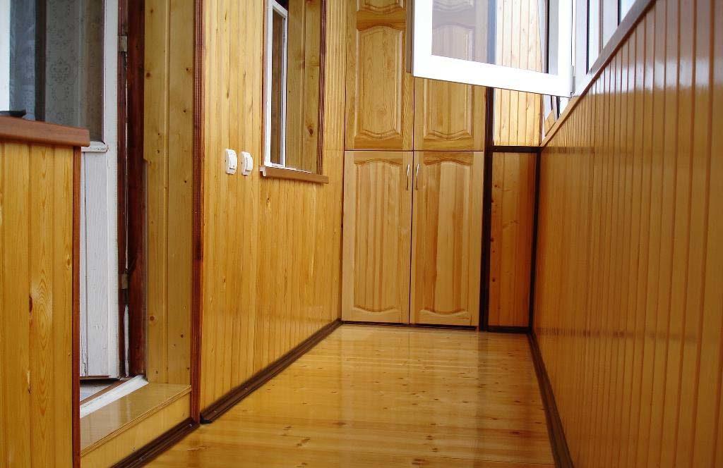 Вагонка — экологичный и долговечный материал для отделки балкона