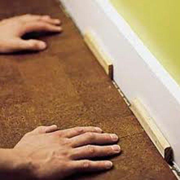 Важно класть пробковое покрытие с отступом от стены