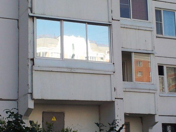 Зеркальное покрытие подходит и для лоджий и для стеклянных фасадов