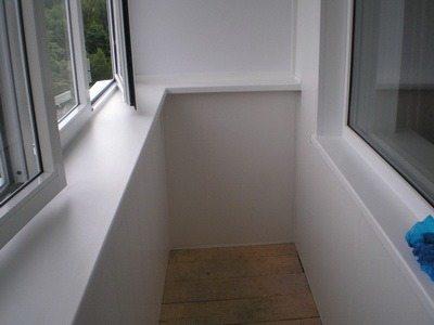 Балкон, обшитый сендвич-панелями