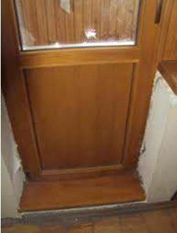 Деревянная дверь на балкон может деформироваться