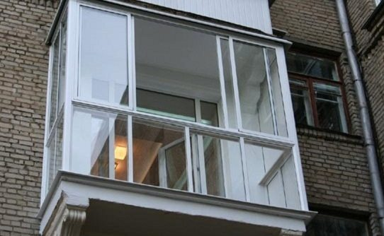 Французский балкон – замена фасадной конструкции стеклом