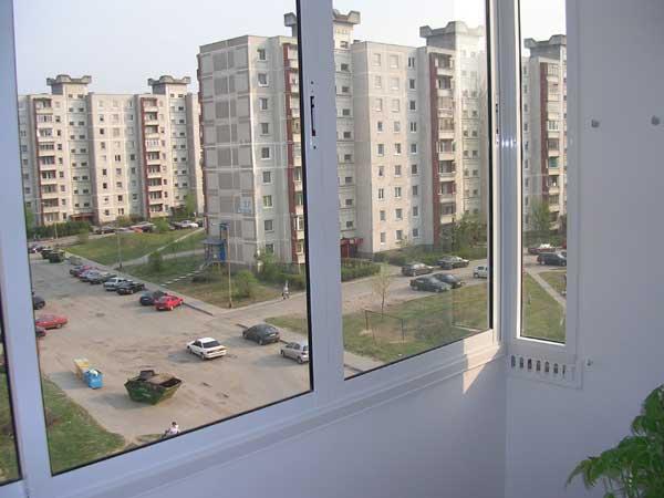 Балконные рамы из ПВХ в высотном доме