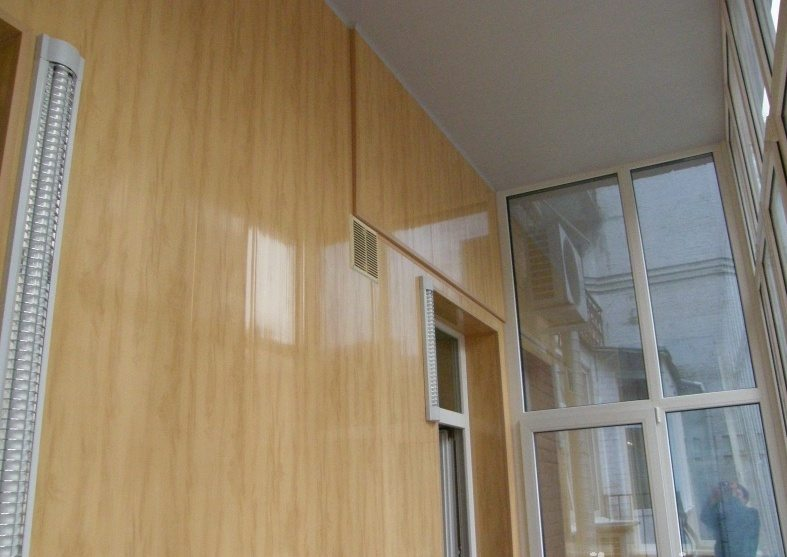 чем обшить внутри балкон