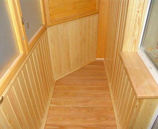 Отделка лоджии деревянными панелями (вагонкой)