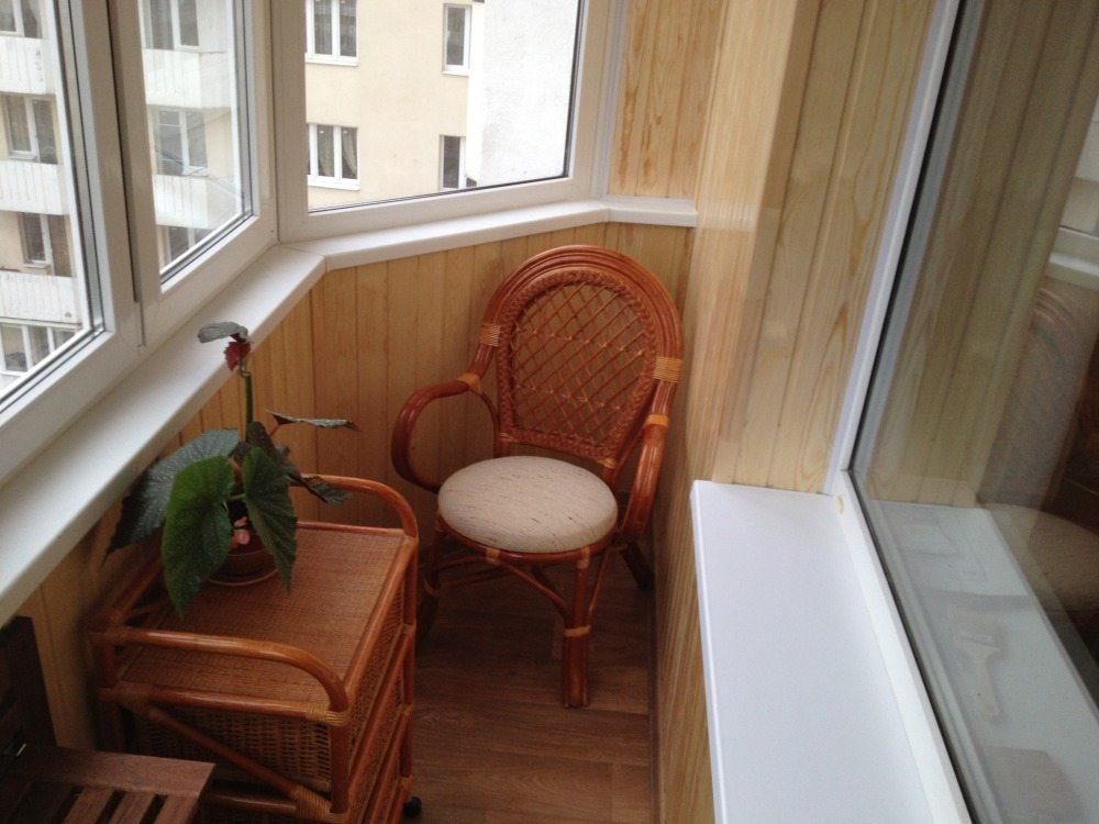 Дизайн лоджии: проект маленького помещения в панельном доме.