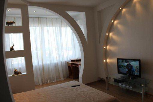 Дизайн однокомнатной квартиры с лоджией, с применением ажурных конструкций из гипсокартона